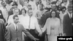 馬丁.路德.金主張非暴力民權抗爭