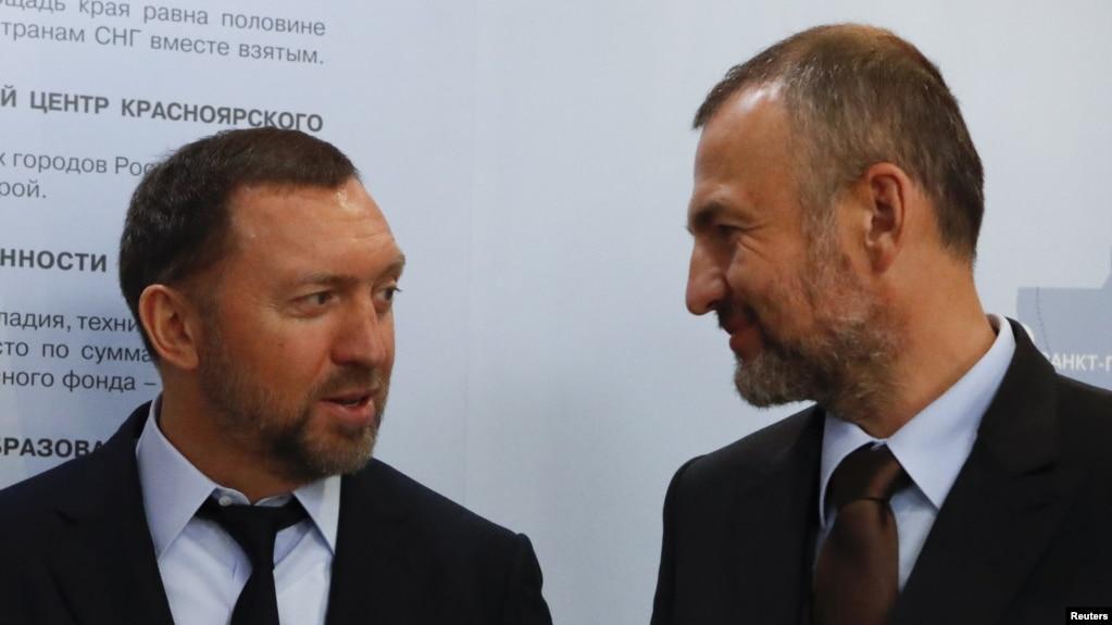 En+集團總裁奧列格·德里斯帕卡與西伯利亞媒體能源公司和西伯利亞發電公司主要控股者安德烈·梅爾尼琴科在莫斯科參加一次簽字儀式。 (資料照)