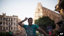 Seorang warga Mesir meneriakkan slogan kontra Presiden Mohammed Morsi dalam sebuah demonstrasi di Kairo, Mesir.