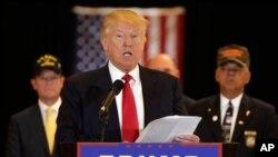 Calon presiden Partai Republik Donald Trump mengumumkan hasil pengumpulan dana untuk veteran, di New York, Selasa (31/5).