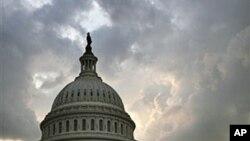 图为8月1日的美国国会大厦