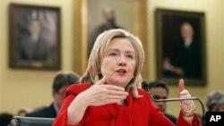 ທ່ານນາງ Hillary Rodham Clinton ໃຫ້ການຕໍ່ສະພາ ວັນທີ 10, ມີນາ 2011.