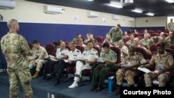 中国军人2016年11月7日应邀访问美军莱蒙尼尔军营 (美国军方图片)