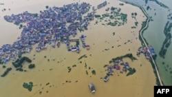 从空中鸟瞰江西省上饶市鄱阳湖地区的洪涝灾情。(2020年7月15日)