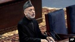 阿富汗總統卡爾扎伊11月21日在大國民議會中講話。