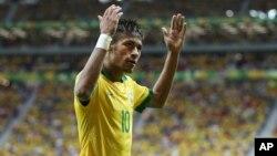 Neymar abrió el marcador a sólo tres minutos de iniciado el encuentro. Al final Brasil se llevó su primera victoria.