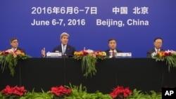 美国国务卿克里6月7号在美中战略与经济对话上做闭幕发言,列席的还有美国财长雅各布卢,中国副总理汪洋和国务委员杨洁篪。
