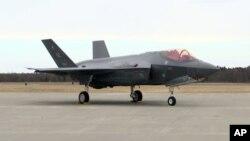 """AQShning """"F-35"""" qiruvchi samolyoti"""