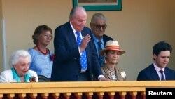 Колишній іспанський король Хуан Карлос (в центрі)