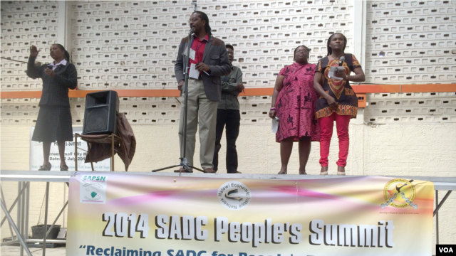 A delegate addresses the SADC People's Summit in Bulawayo, Zimbabwe's second largest city, Aug. 15, 2014. (Sebastian Mhofu /VOA)