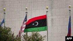 Nova libijska zastava ispred sedišta Ujedinjenih nacija u Njujorku