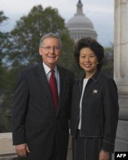 异族通婚的名人:参院共和党领袖麦康奈尔和赵小兰
