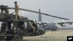 افغانستان ۸۶ هليکوپتر ترانسپورتی دارد که شماری از آنها توسط سربازان افغان برای جنگ تعدیل شده است
