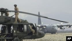 헬리콥터 전문 제조업체인 시코르스키가 제작한 군용 헬리콥터 '블랙호크' (자료사진)