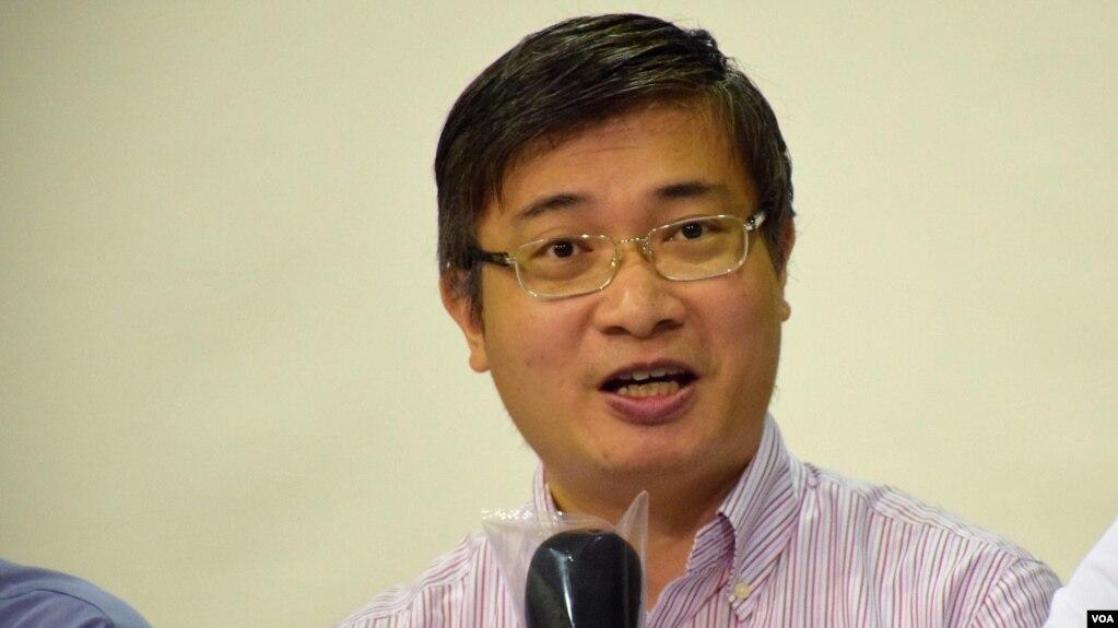 香港专栏作家、时事评论人士桑普律师(美国之音汤惠芸拍摄)