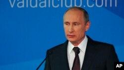 Putin tokom obraćanja političkim ekspertima na skupu u Sočiju