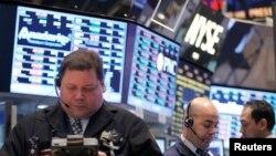 纽约股票市场上交易商正在操作