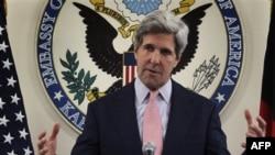 Američki senator Džon Keri tokom konferencije za štampu u Kabulu u Avganistanu