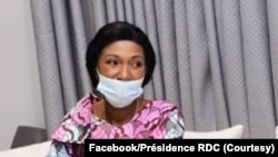 Mokambi ya Sénat Alexis Thambwe Mwamba (C) elongo na mokambi ya Assemblée nationale Jeanine Mabunda, na bokutani na président Félix Tshisekedi (amonani te) na Cité ya Union africaine, na Kinshasa, 13 octobre 2020. (Facebook/Présidence RDC)