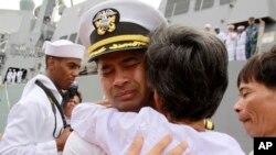 Sĩ quan hải quân Mỹ gốc Campuchia Michael Vannak Khem Misiewicz bị truy tố về tội hối lộ trong vụ việc liên quan tới Leonard Francis.