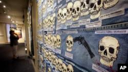 Una poderosa muestra de edredones que recuerdan a los inmigrantes de México y Centroamérica que han muerto en el desierto del sur de Arizona en los últimos 20 años está en exhibición en medio de un intenso debate nacional sobre la política de inmigración