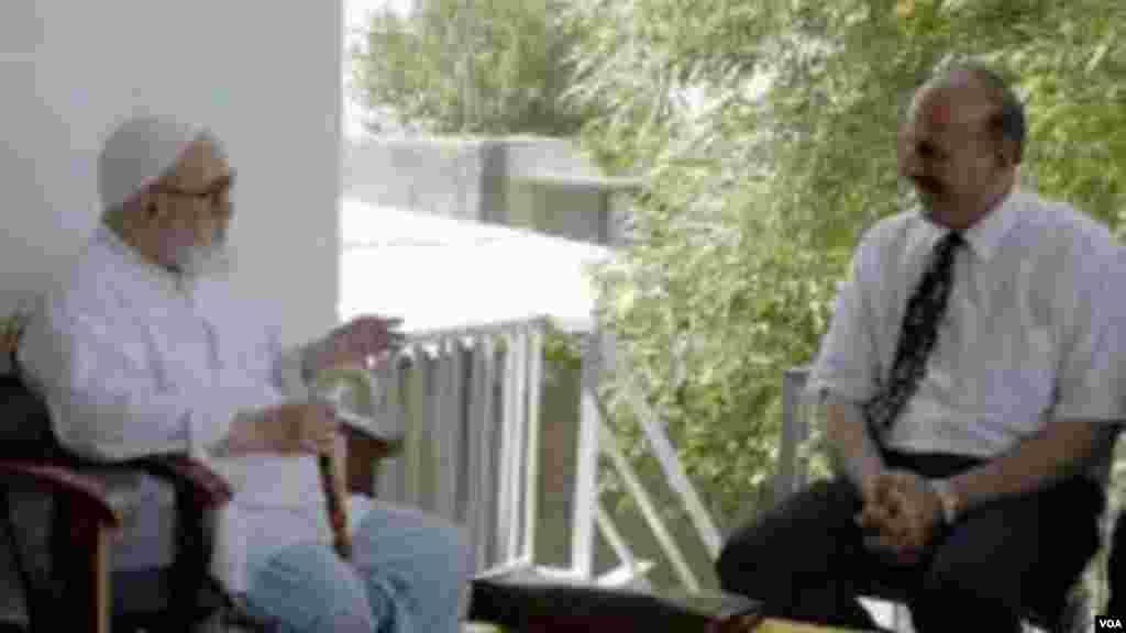 قاسم شعله سعدی از دیگر نامزدهای یازدهمین دوره انتخابات ریاست جمهوری ایران است که در روز نخست ثبت نام نامزدها(روز سه شنبه) آمادگی خود را برای ریاست جمهوری رسما اعلام کرد و گفت که از تمام پیچ و خم های قانون اساسی آگاه است و از این روی، نامزد ذی صلاحی است. در این تصویر، قاسم شعله سعدی همراه آیت الله منتظری دیده می شود.