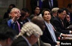 Pemimpin Myanmar, Aung San Suu Kyi, tiba di Pengadilan Internasional (ICJ) dalam sebuah kasus yang diajukan oleh Gambia terhadap Myanmar yang menuduh genosida terhadap minoritas Muslim Rohingya, di Den Haag (Foto: Reuters)