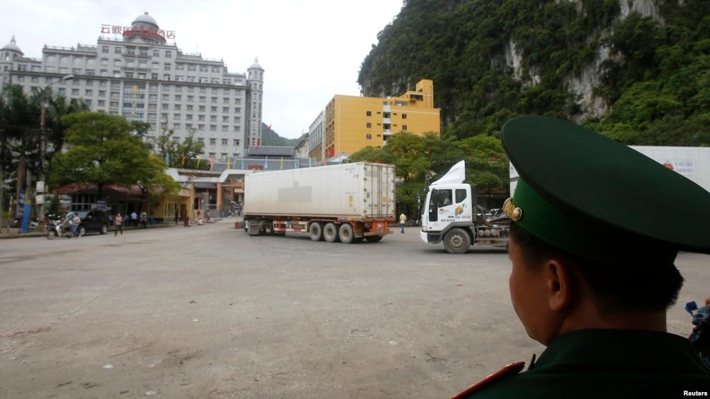 Giao thông di chuyển qua cửa khẩu Tân Thanh - Lạng Sơn