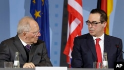 U.S. Treasury Secretary Steven Mnuchin, right, and German Finance Minister Wolfgang Schaeuble address the media during a joint press conference after a meeting in Berlin, March 16, 2017.