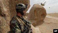 지난 2009년 아프가니스탄에서 작전을 수행하고 있는 미 특수부대 대원. (자료사진)