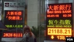香港股市受中國股市兩度熔斷提早停市等因素影響,2016年新年連續4個交易日下跌。(美國之音湯惠芸)