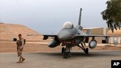 سرباز عراقی در پایگاه هوایی بلاد در شمال بغداد (عکس از آرشیف)