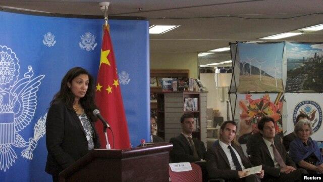 今年8月美国负责民主、人权和劳工事务的代理助理国务卿乌兹拉•泽雅在北京举行的记者会上