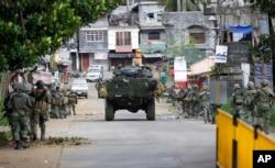 Soldados filipinos en la ciudad de Marawi, Mindanao, donde se enfrentan con militantes del Estado Islámico. Mayo 28, 2017.