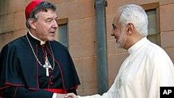 Kardinal Australia George Pell (kiri) menyambut pemimpin Muslim AS Imam Feisal Abdul Rauf (R) ke Katedral St Mary di Sydney. (Foto: dok)