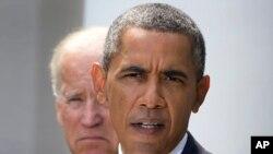 Le président Barack Obama et le vice-président Joe Biden devaient rencontrer les dirigeants du Congrès lundi soir à la Maison Blanche