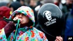 """На прощанні з Тетчер протестувальники побажали їй """"гнити у пеклі"""". ФОТО"""