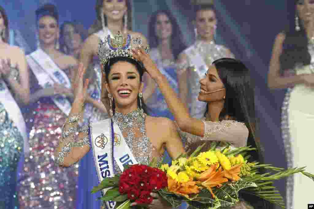 تالیا اولوینو ۲۰ ساله در نهایت برنده تاج دختر شایسته ونزوئلا در کاراکاس شد. او که تبار ایتالیایی دارد، به حرفه مدلینگ مشغول است. قد او ۱۷۸ سانتیمتر است.