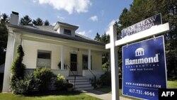 Một ngôi nhà rao bán ở Newton, Massachusetts, 19/9/2011