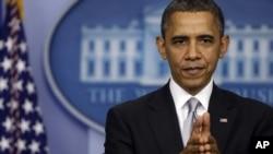 19일 백악관에서 가진 기자회견에서 재정절벽 협상 관련 질문에 답변하는 바락 오바마 미국 대통령.