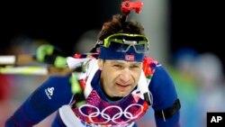 10일 러시아 소치 동계올림픽 바이애슬론 12.5 킬로미터 경기에서 노르웨이의 올레 아이나르 뵈른달렌 선수가 사격지점에 다가서고 있다. 뵈른달렌은 이 경기에서 우승하면서 개인 통산 7번째 금메달, 13번째 올림픽 메달의 대기록을 세웠다.