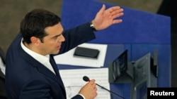 알렉시스 치프라스 그리스 총리가 8일 프랑스 스트라스부르의 유럽연합 의회 건물에서 연설하고 있다.
