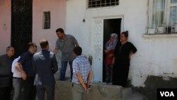 Diyarbakır'ın Sur İlçesi'nde boşaltılmasına karar verilen Ali Paşa ve Lalebey Mahallelerinde inceleme yapan baro yönetimi, tarihi yapıların da yıkıldığını söylüyor. (Foto: Mahmut Bozarslan - VOA)