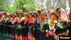 چترال میں کیلاش قبائل کے سالانہ تہوار کے موقع پر ایک تقریب کا منظر۔ فائل فوٹو