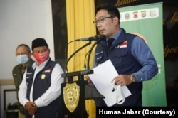 Gubernur Jabar Ridwan Kamil ketika mengumumkan rencana denda dalam konferensi pers di Markas Kodam III/Siliwangi, Kota Bandung, Senin (13/7). (Foto: Courtesy/Humas Jabar)