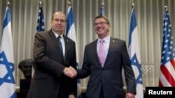 美国国防部长卡特(右)和以色列国防部长亚龙会晤(2015年7月20日)