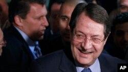 塞浦路斯保守派領導人尼科斯.阿納斯塔西亞迪斯在總統選舉中領先左派對手。
