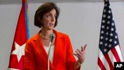 Trợ lý Ngoại trưởng Mỹ phụ trách Các vấn đề Tây bán cầu Roberta Jacobson nói chuyện với các nhà báo vào ngày thứ nhì của cuộc đàm phán với các viên chức Cuba ở Havana, Cuba, 22/1/15