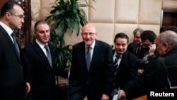 Thủ tướng Libăng Tammam SaLam (giữa) tại dinh tổng thống gần Beirut, ngày 15 tháng 2, 2014