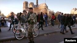 El auto fue hallado cerca de la catedral de Notre Dame, en París.